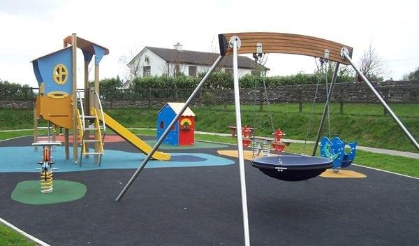 Waterville-Playground-Kerry-Ireland-600x352
